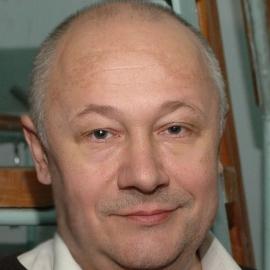 мастер по ремонту чемоданов Алексей Сергеевич Новиков
